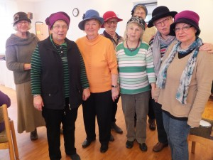 Gruppenbild mit Hüten