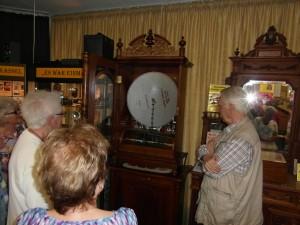 tönende Lochscheibe eines alten Musikmöbels