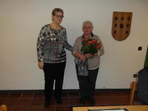 AWO Fuldatal 2020: Marianne Schade erhält zum Abschluss ihrer 25-jährigen Vorstandstätigkeit einen Blumenstrauß